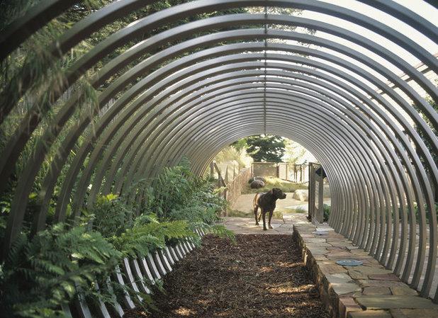 Contemporain Jardin by Randy Thueme Design Inc. - Landscape Architecture