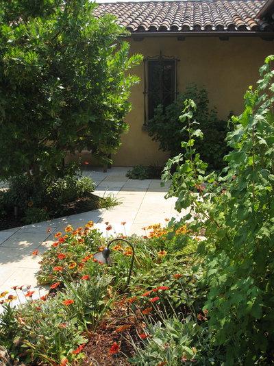 Mediterráneo Jardín by Arterra Landscape Architects