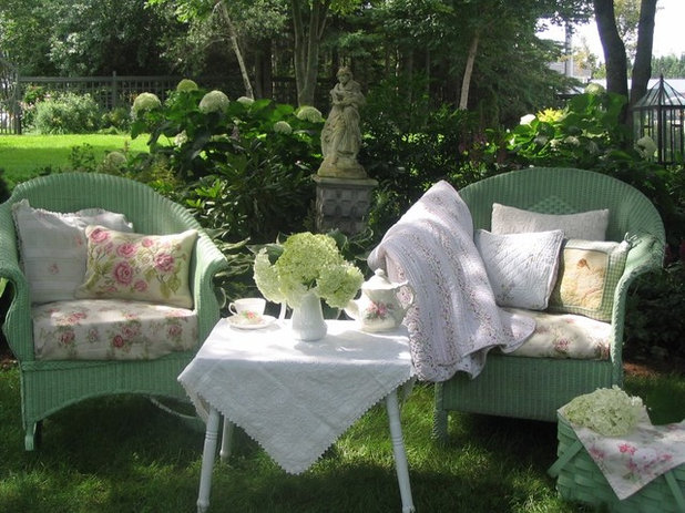 Houzz interview carolyn 39 s charming prince edward island home - Shabby chic outdoor furniture ...