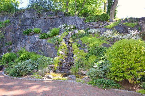 Traditional Landscape by Sabrina Design