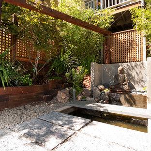 Foto de jardín de estilo zen, de tamaño medio, en patio, con fuente, exposición parcial al sol y gravilla