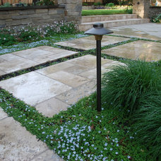 Traditional Landscape by John Montgomery Landscape Architects
