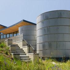 Contemporary Landscape by Joni L. Janecki & Associates, Inc.