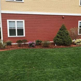 Esempio di un giardino formale classico esposto in pieno sole di medie dimensioni e nel cortile laterale in estate con pacciame