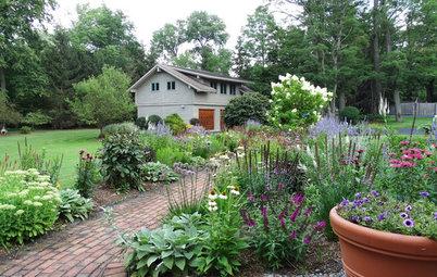 Perennial Borders Transform a Lake House Garden