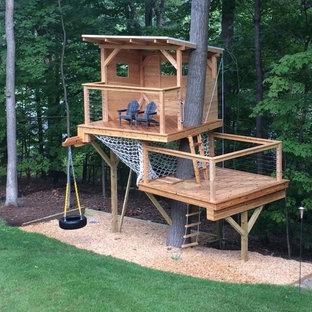 Diseño de jardín moderno, de tamaño medio, con parque infantil