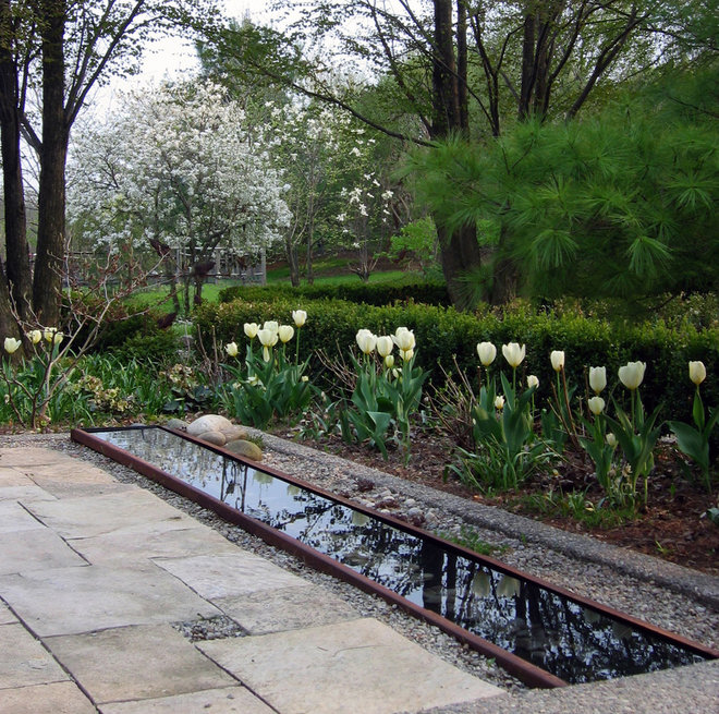 Traditional Landscape by Enroot Landscape Planning and Design