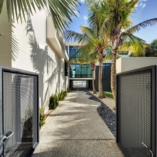 Modern Landscape by DWY Landscape Architects