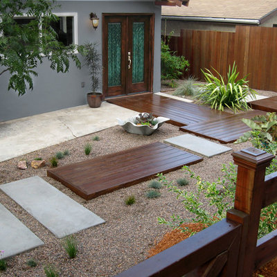 Design ideas for a small contemporary drought-tolerant and full sun front yard garden path in Los Angeles with decking.