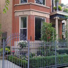Traditional Landscape by Chicago Roof Deck & Garden