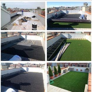 Kleiner Dachgarten mit Sportplatz und direkter Sonneneinstrahlung in Chicago