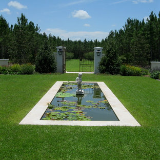 Design ideas for a traditional full sun backyard water fountain landscape in Tampa.