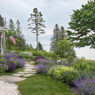 Foto di un giardino costiero dietro casa