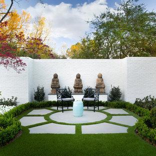 Réalisation d'un jardin à la française tradition avec des pavés en béton.