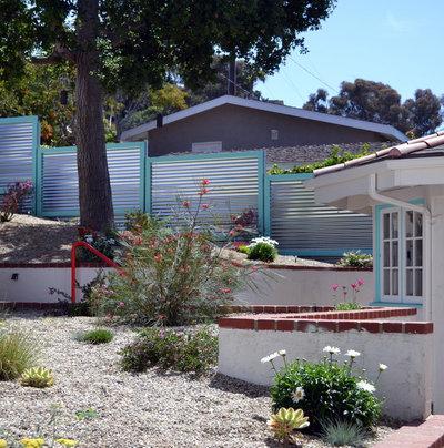 Contemporary Landscape by Living Gardens Landscape Design