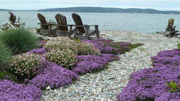 Traditional Landscape by Lankford Associates Landscape Architects