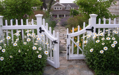 7 Ways to Create a Neighborly Front Yard