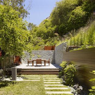 Design ideas for a modern garden in San Francisco with a retaining wall.