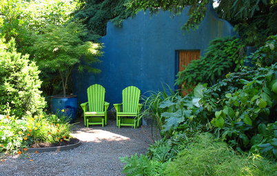 4 Ways to Perk Up Your Outdoor Spaces With Color