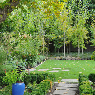 Design ideas for a traditional shade backyard lawn edging in San Francisco for fall.