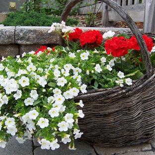 На фото: участок и сад в стиле рустика