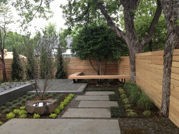 Contemporary Landscape by Marlin Landscape Systems