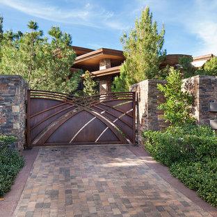 Удачное сочетание для дизайна помещения: участок и сад в современном стиле с подъездной дорогой - самое интересное для вас