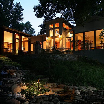 Contemporary Home Overlooking the Potomac River