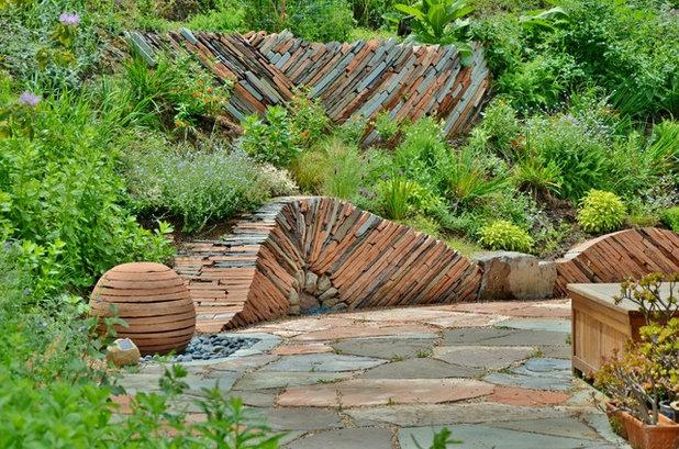 Contemporary Landscape by Mariposa Gardening & Design