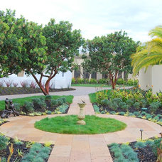 Traditional Landscape by Zeterre Landscape Architecture