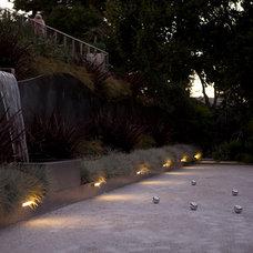 Modern Landscape by Zeterre Landscape Architecture