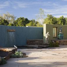 Contemporary Landscape by Clemens & Associates Inc.