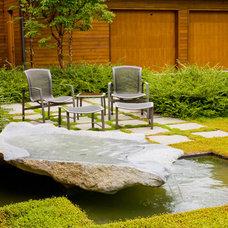 Contemporary Landscape by Island Gardens Company