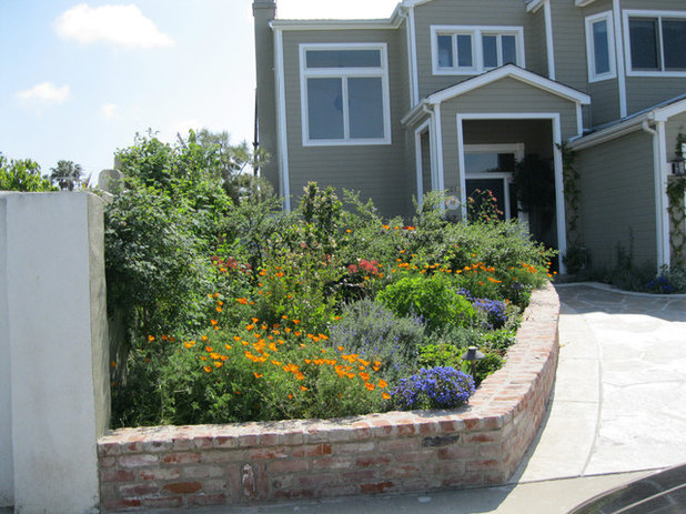 Traditional Landscape by creations landscape designs