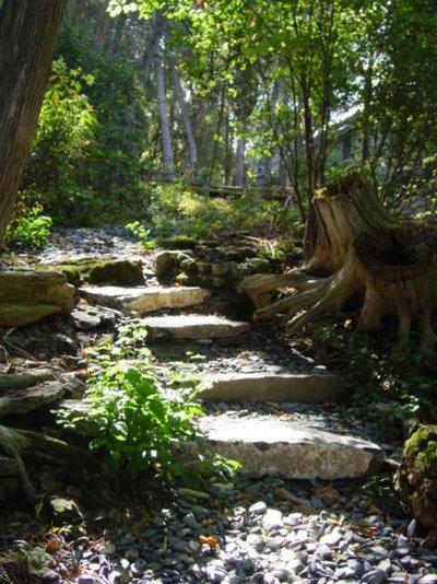 Rustikal Garten by Distinctive Landscaping