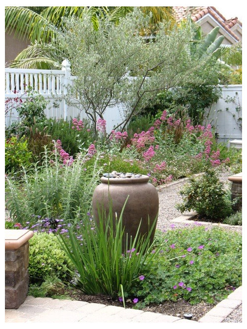 Medium sized shabby chic style garden design ideas for Medium back garden designs