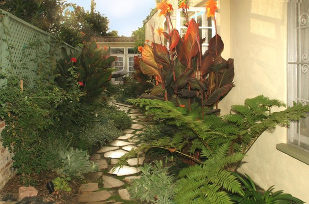 Traditional Garden by Urban Oasis