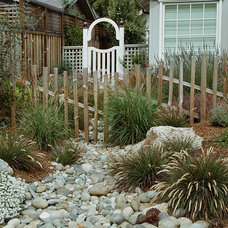 Traditional Landscape by Robert Shuler Design