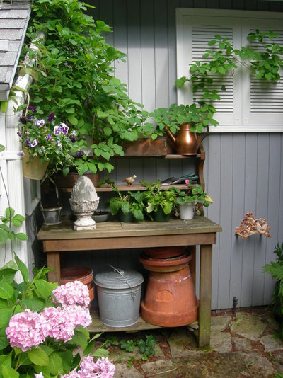 Traditional Garden by gail olsen, ASID