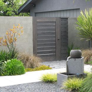 Diseño de jardín actual con fuente