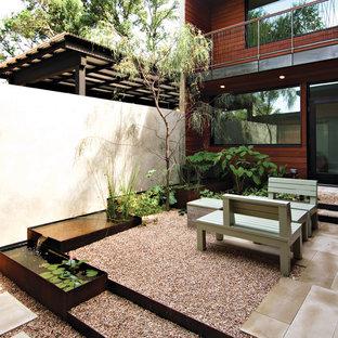 Geometrischer, Mittelgroßer, Halbschattiger Moderner Garten mit Wasserspiel in Austin