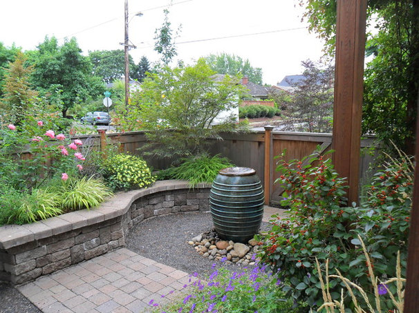 Traditional Landscape by Plan-it Earth Design