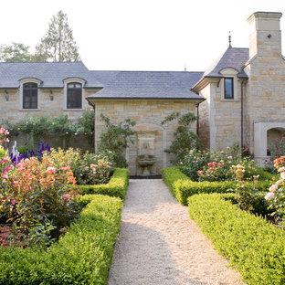 Idee per un grande giardino formale tradizionale con ghiaia