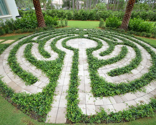 Our 11 best labyrinth landscaping ideas photos houzz for Garden labyrinth designs