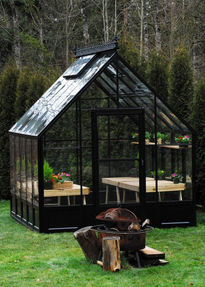 Traditional Garden by BC Greenhouse Builders Ltd
