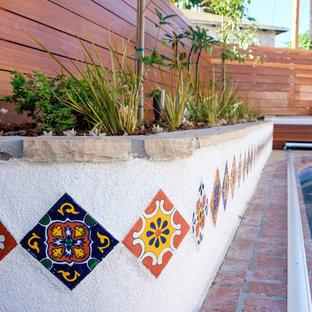 Пример оригинального дизайна: участок и сад в средиземноморском стиле