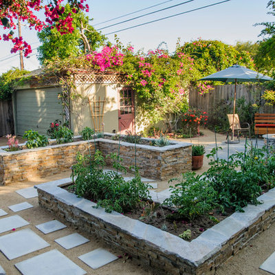 Design ideas for a mid-sized traditional partial sun backyard gravel landscaping in Los Angeles.