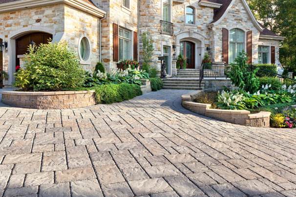 Traditional Landscape by Techo-Bloc