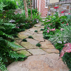 Traditional Landscape by Glorious Gardens Inc