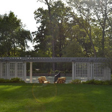 Traditional Landscape by IG Construction, Inc